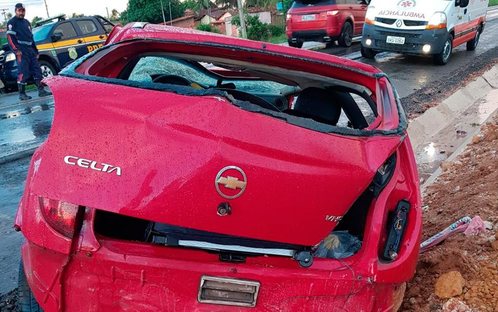 Acidente aconteceu na manhã desta sexta-feira (Foto: Divulgação/PRF)