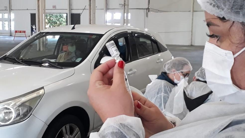 Vacinação contra Covid-19 em pessoas com comorbidades é realizada em diferentes cidades de SC — Foto: Ary Barbosa/Prefeitura de Lages