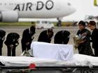Corpos de sete vítimas japonesas do atentado de Daca chegam a Tóquio