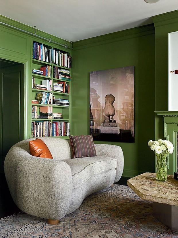 Décor do dia:paredes laqueadas de verde na sala de estar (Foto: NATHAN KIRKMAN)