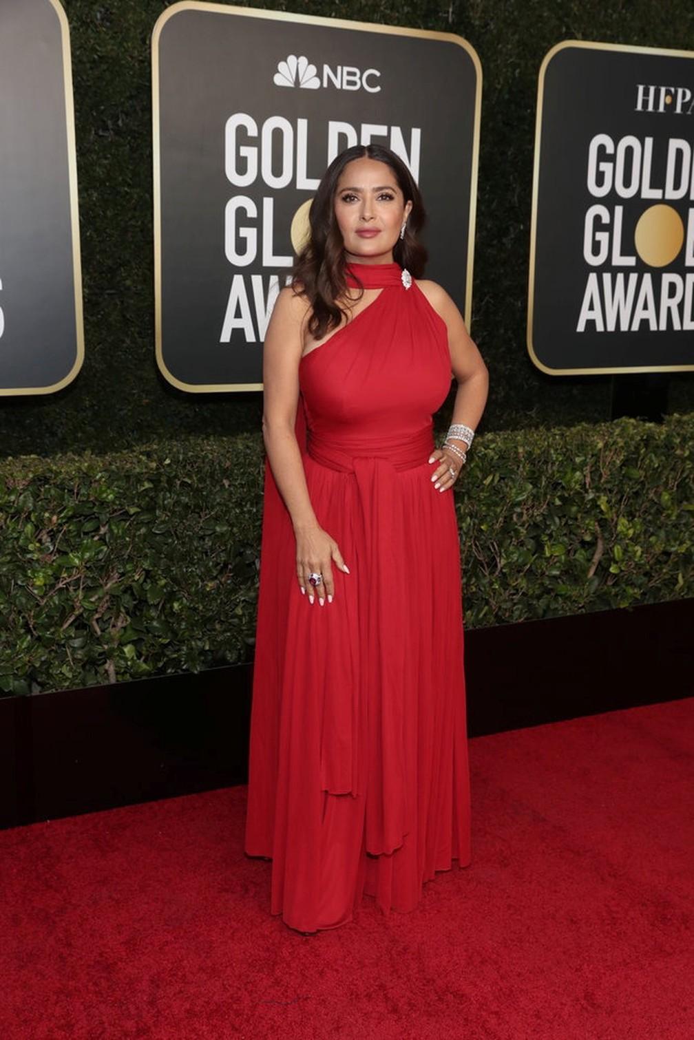 Salma Hayek posa no tapete vermelho do Globo de Ouro 2021 — Foto: Todd Williamson/NBC via Reuters