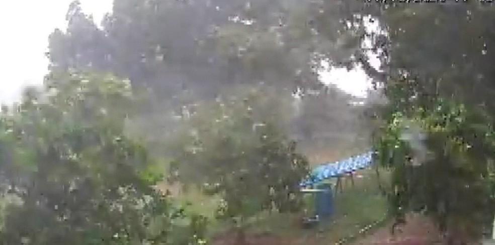 Chuva de granizo atinge cidades do interior da Bahia — Foto: Reprodução/TV Bahia