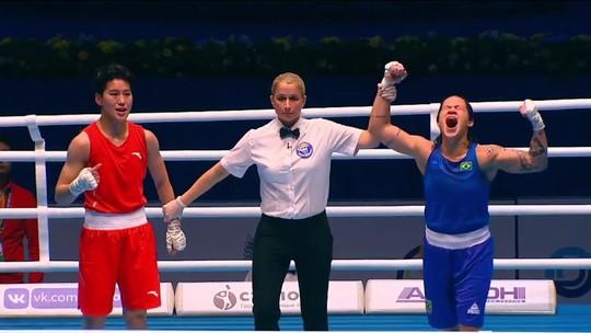 Ajuda do pai e treino com homens: conheça Bia Ferreira, a brasileira campeã mundial de boxe