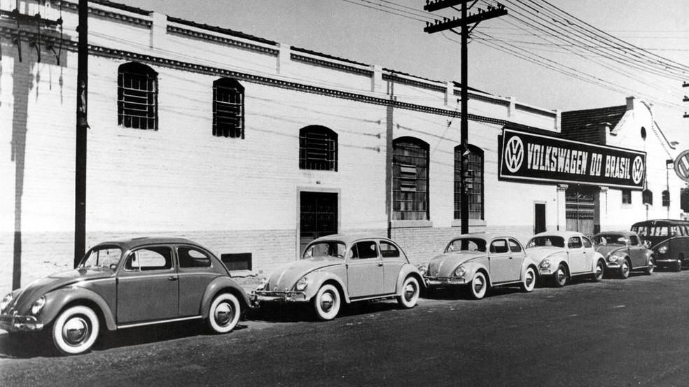 Fábrica da Volkswagen no Brasil e a produção do Fusca — Foto: Divulgação
