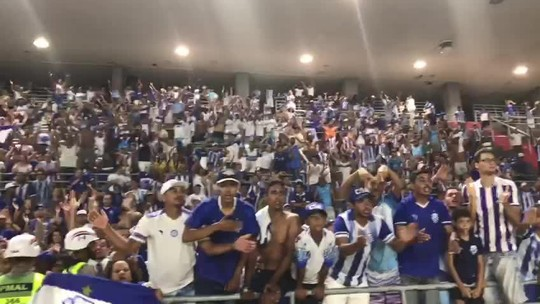 """Torcida canta alto na despedida do CSA do Brasileirão, e Diniz comenta: """"Exemplo de orgulho"""""""