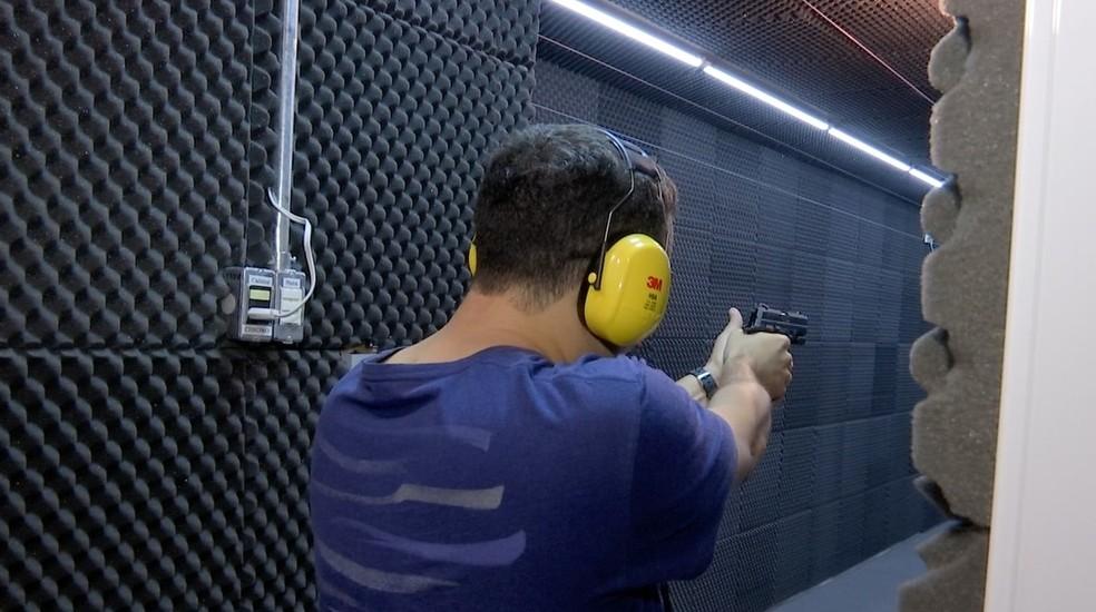 Defesa pessoal é uma das principais justificativas de quem quer ter uma arma — Foto: TVCA/Reprodução