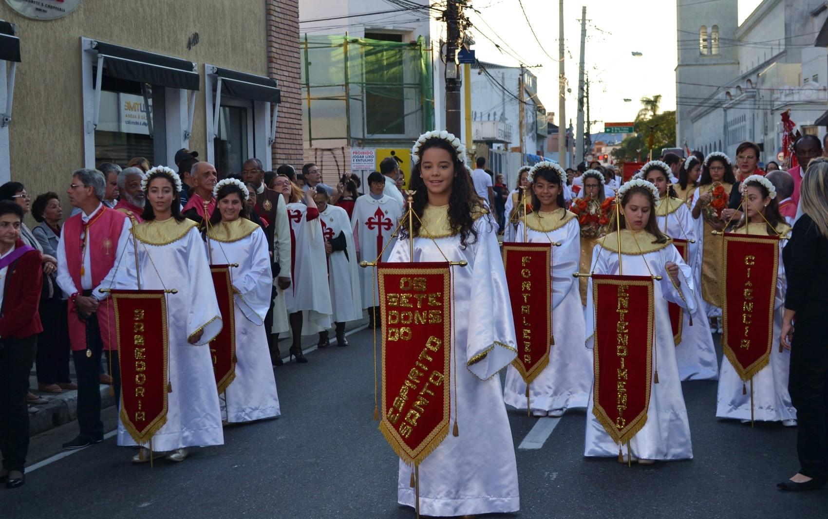 Procissão celebra Pentecostes e deve reunir 15 mil pessoas em Mogi das Cruzes