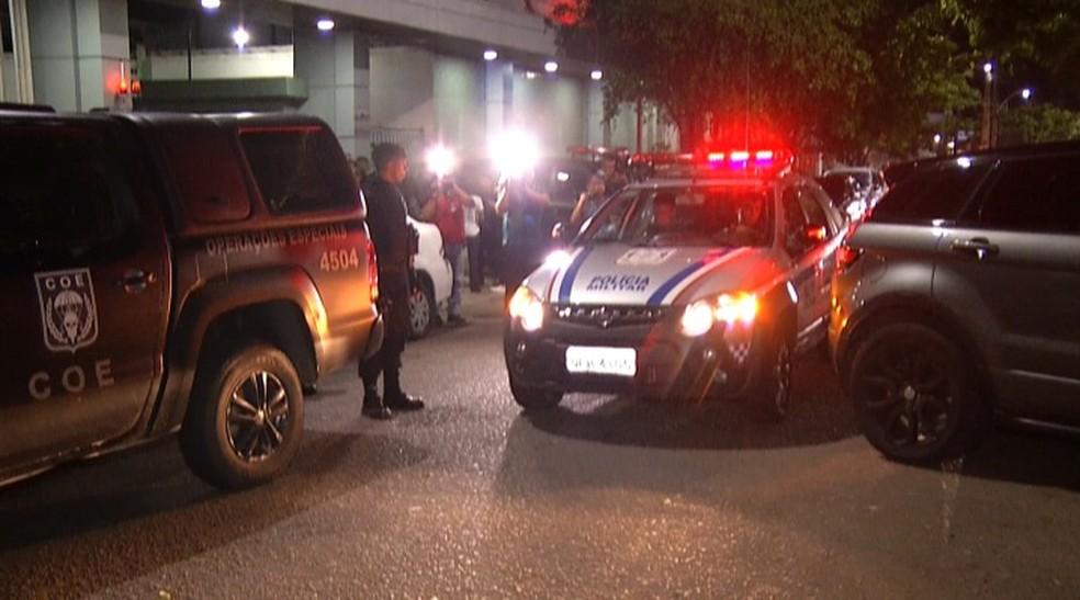Polícia interdita trecho de avenida após suspeitas de material explosivo. — Foto: Reprodução / TV Liberal