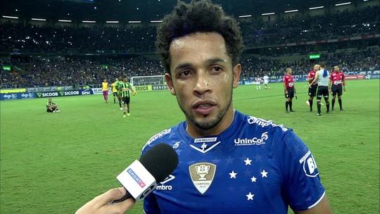 """Rafinha comemora classificação do Cruzeiro: """"Força do grupo"""""""