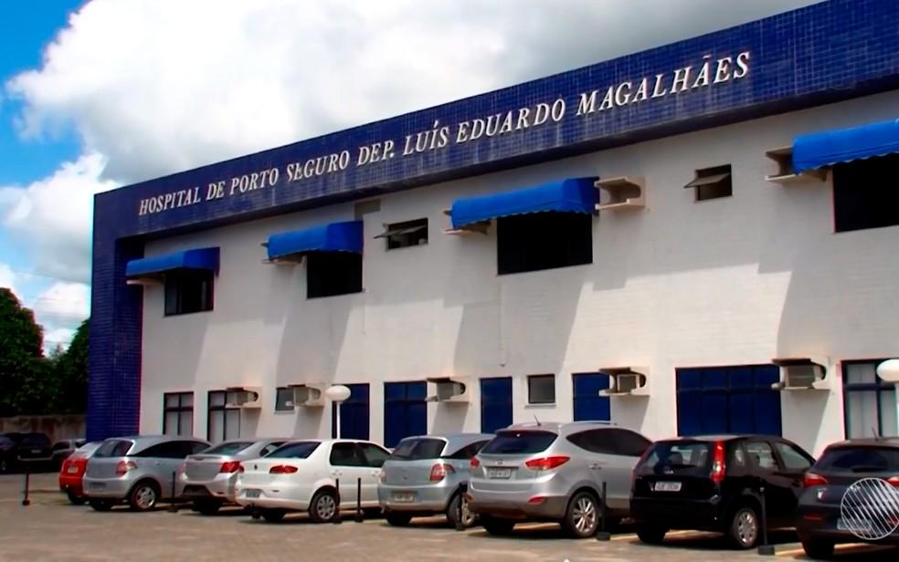 Menino foi socorrido para o Hospital Luís Eduardo Magalhães, em Porto Seguro — Foto: Reprodução/TV Santa Cruz
