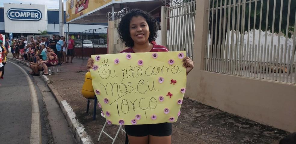 Isamara Arruda, 15 anos, assistiu a corrida  — Foto: Flávio Passos/ TVCA