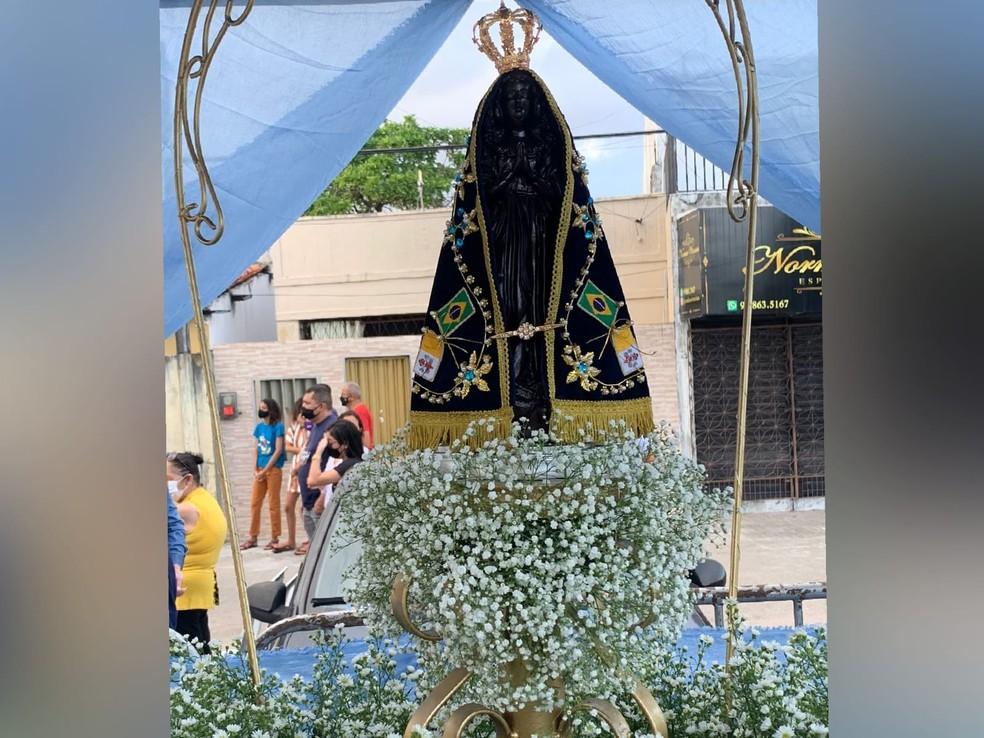 Imagem de Nossa Senhora Aparecida será levada em carro aberto pelas ruas do Bairro Montese, em Fortaleza. — Foto: Halisson Ferreira/ SVM