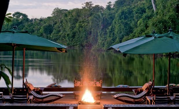 Fim de tarde no deck flutuante do Cristalino Lodge, em Mato Grosso (Foto: Divulgação)