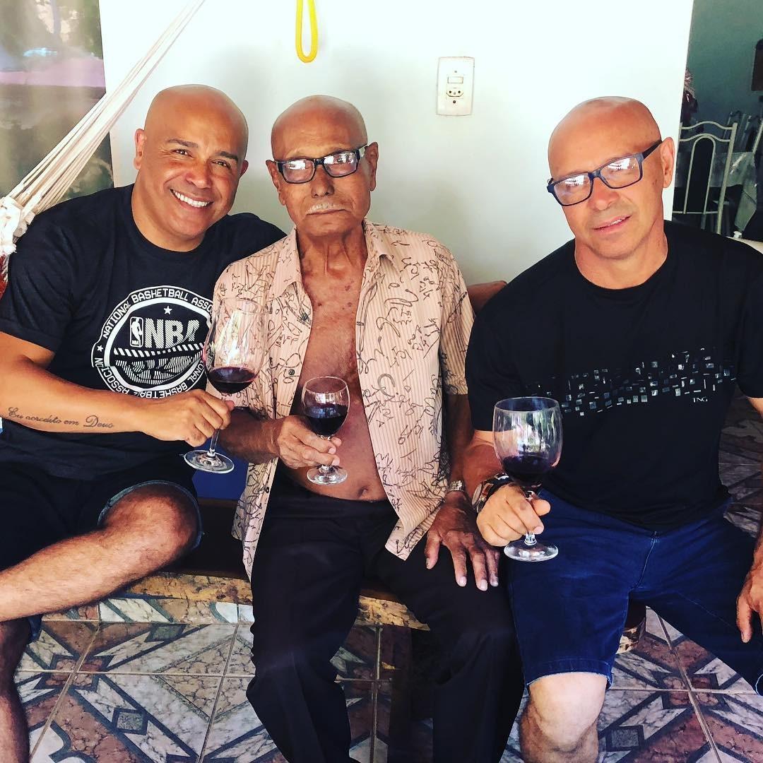 Rick, o pai Vitor e o irmão (Foto: Reprodução / Instagram)