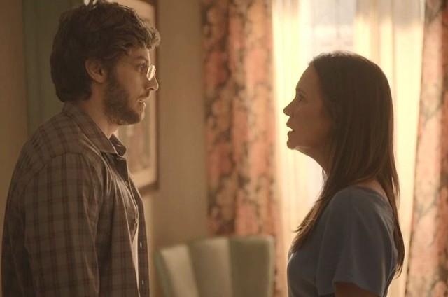 """Chay Suede e Adriana Esteves gravam cena de """"Amor de mãe"""" (Foto: Reprodução)"""