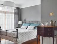 Cama de ferro: 8 quartos de estilo industrial, clássico e minimalista