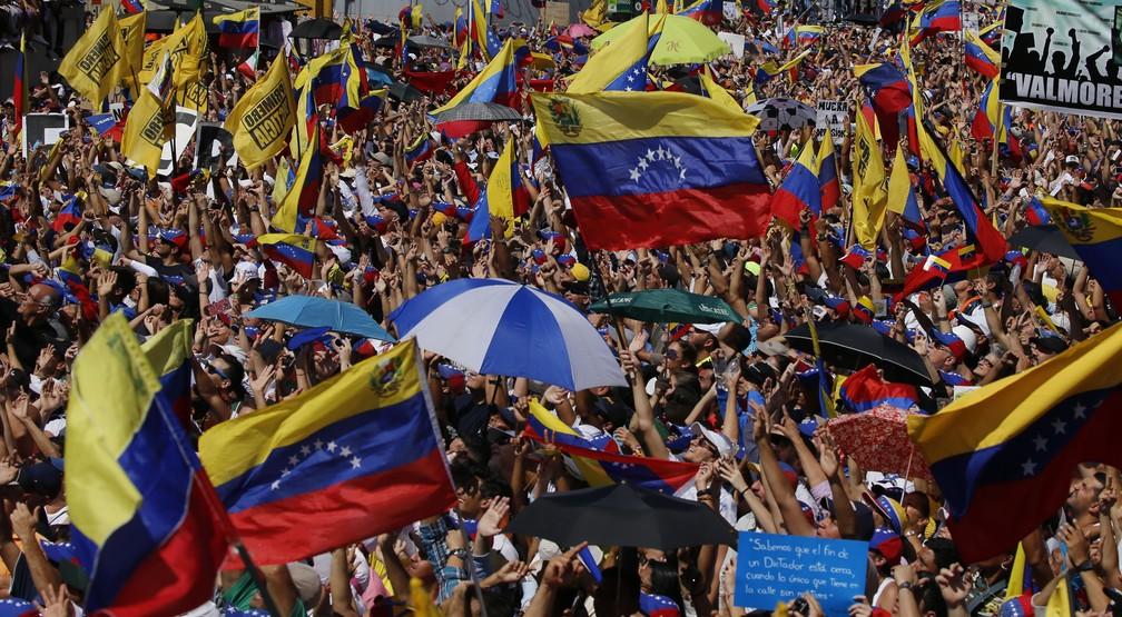 Vanezuela tem dia de manifestações contra o governo de Maduro — Foto: AP Photo/Fernando Llano