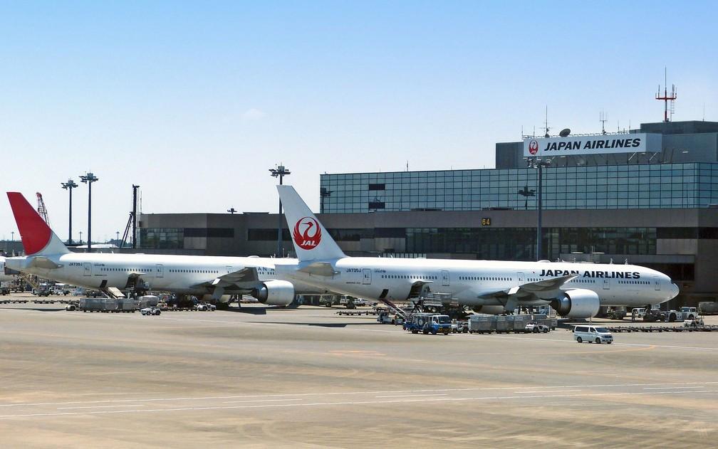 Avião da Japan Airlines em aeroporto no Japão — Foto: cegoh/Creative Commons
