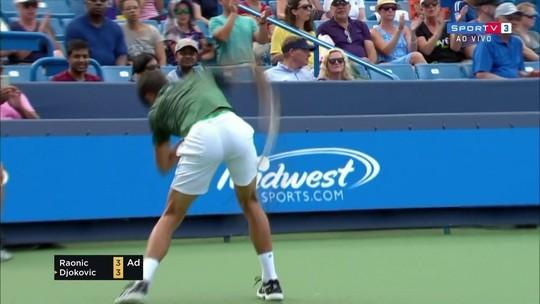 Djokovic tem ataque de fúria, oscila contra Raonic, mas vai à semi em Cincinnati