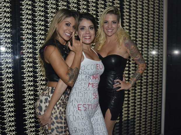 Ex-BBBs Vanessa, Bella e Clara em boate na Zona Oeste do Rio (Foto: Roberto Teixeira/ EGO)