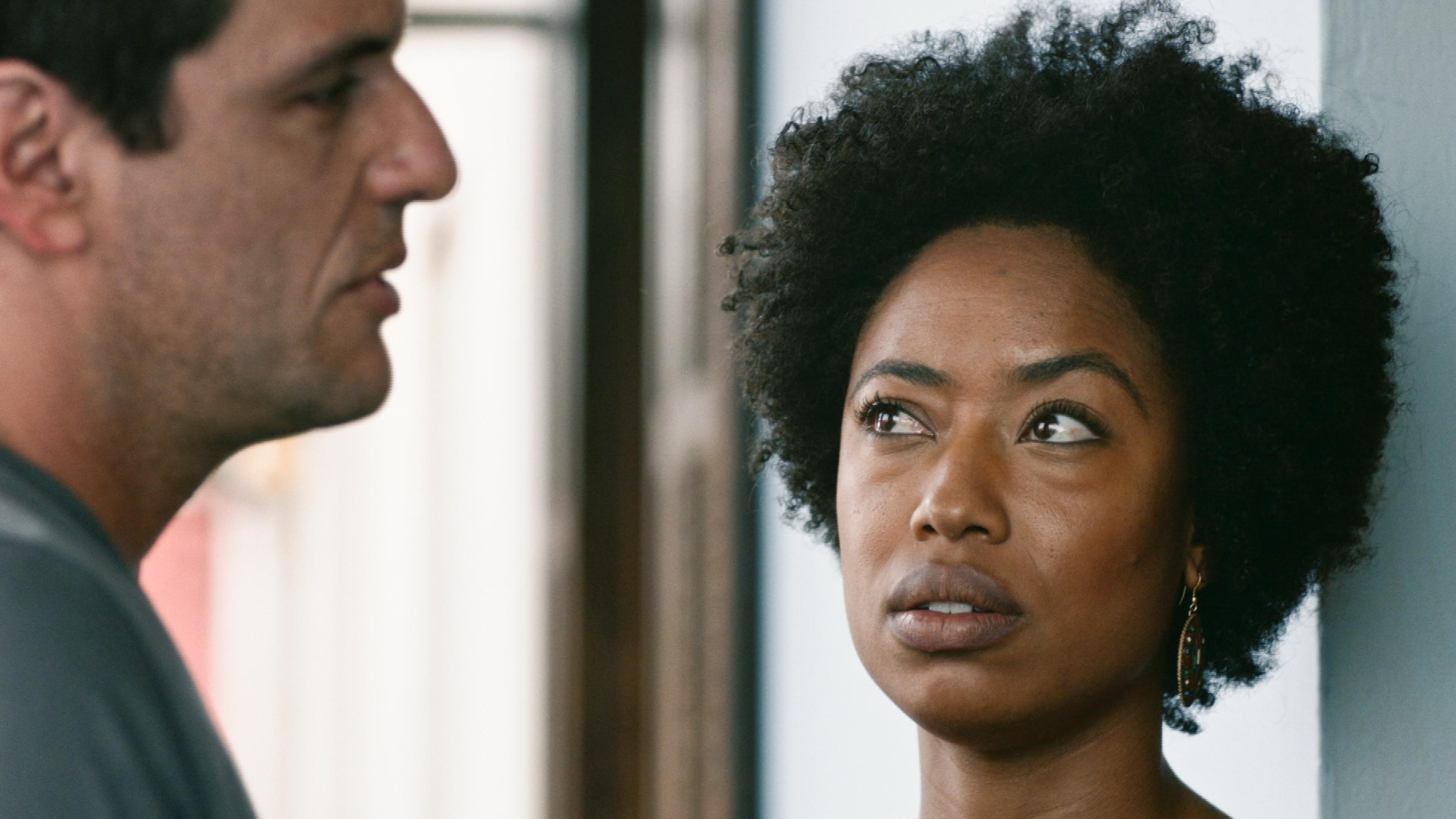 'Falta enxergar negros em personagens onde estão sendo simplesmente pessoas', diz Mariana Nunes, de 'Carcereiros'