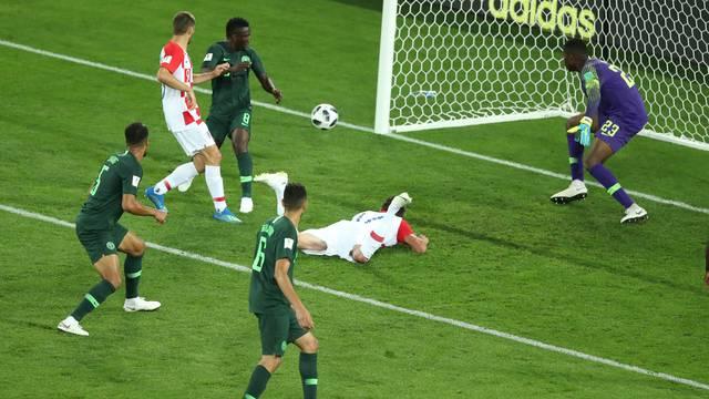 O gol da Croácia dado para Etebo, contra