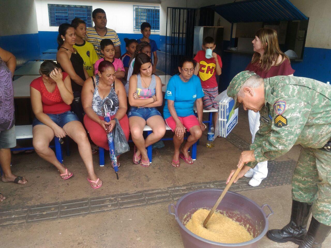 Mães de Araguari reciclam óleo de cozinha e geram renda extra