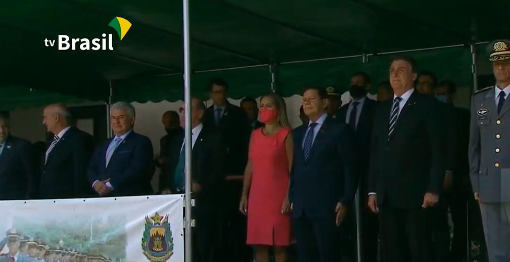 Bolsonaro participa de formatura de cadetes na Academia Militar das Agulhas Negras, em Resende