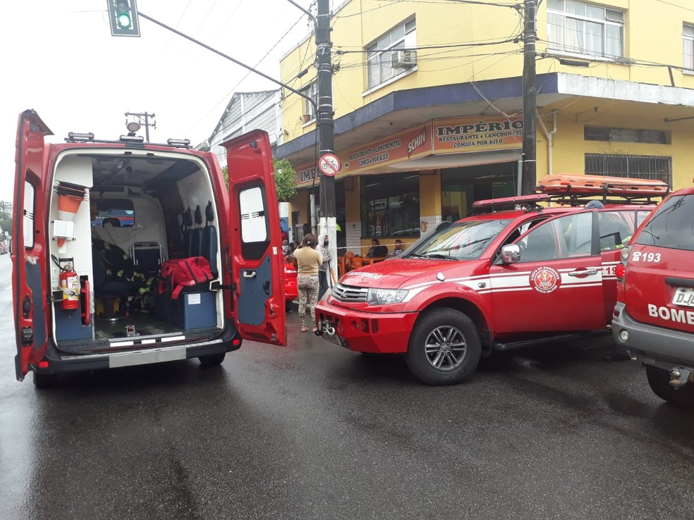 Incêndio com vazamento de gás tóxico mobilizou bombeiros em Santos, SP — Foto: Nina Barbosa/G1