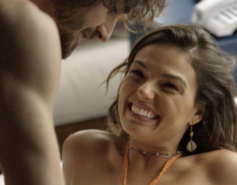 Ritinha se diverte na lua de mel (Foto: TV Globo)