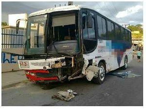 Colisão ocorreu na Avenida Margarita, por volta de 6h (Foto: Divulgação/Manaustrans)