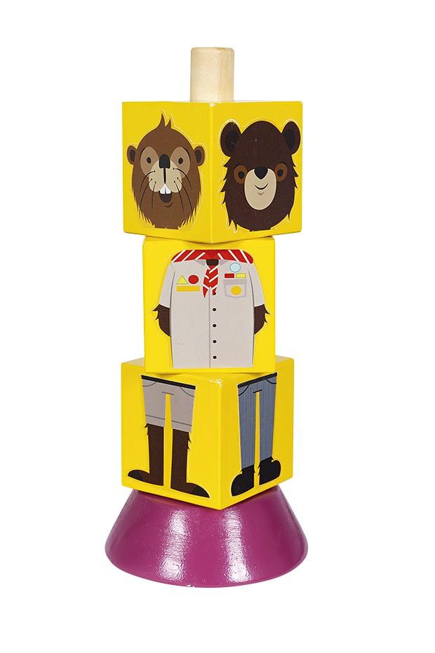 Cubos Animais  R$ 44,70, New Art Testar as diferentes combinações ao girar os dados é o que torna a brincadeira divertida. No topo do brinquedo  (18 cm de altura), por exemplo, são quatro opções de cabeça: guaxinim, castor, panda e urso-pardo. É feito de madeira ecológica.  (Foto: Bruno Marçal / Editora Globo)