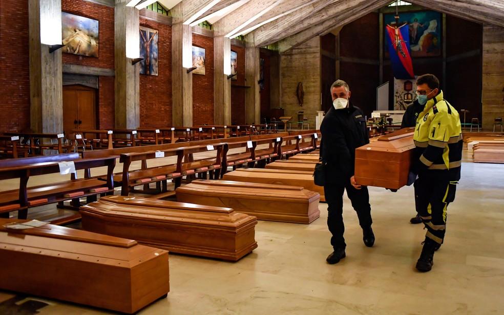 Itália tem quase mil mortes causadas pela Covid-19, o recorde ...