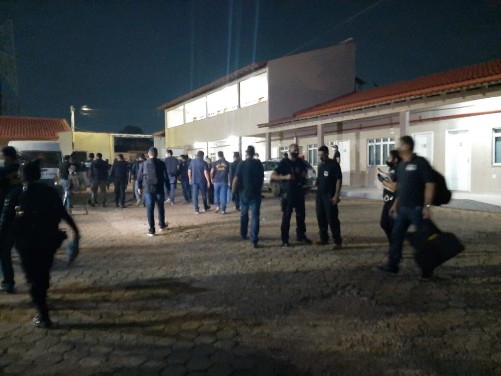 Policiais civis durante ações da Operação Pilhagem em Porto Velho  — Foto: Diêgo Holanda/G1