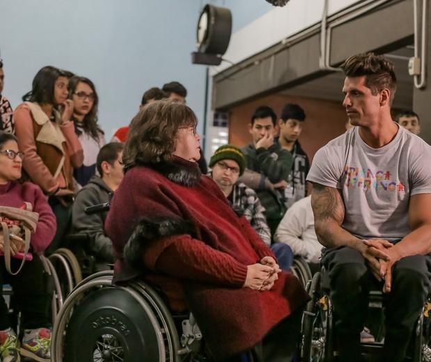Fernando Fernandes esteve na Associação Canoense de Deficientes Físicos (Acadef), em Canoas (RS) (Foto: Globo/Divulgação)