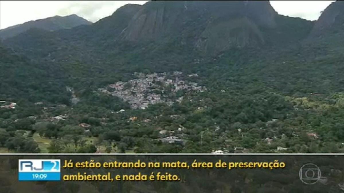 Construções ilegais avançam sobre áreas de preservação em regiões dominadas pela milícia
