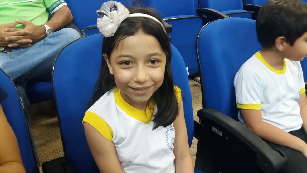 Laís Gabriely Araújo, aos 9 anos, é uma pequena cientista amapaense
