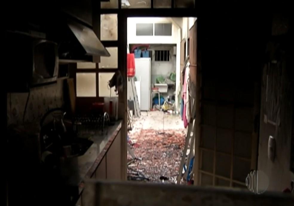 Casa em que crianças viviam, em Poá, foi destruída pelo fogo — Foto: Reprodução/TV Diário
