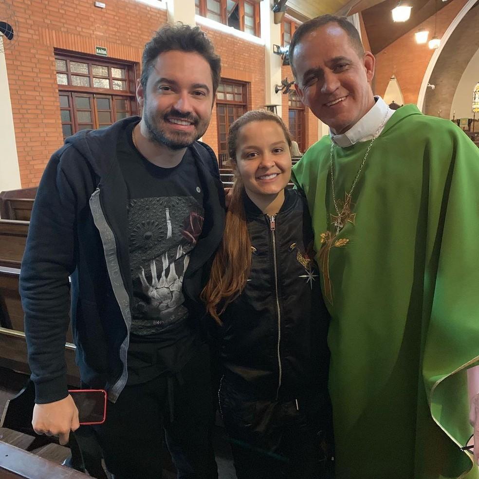 Fernando Zor, Maiara e o reverendo Aldo  — Foto: Reprodução/Instagram