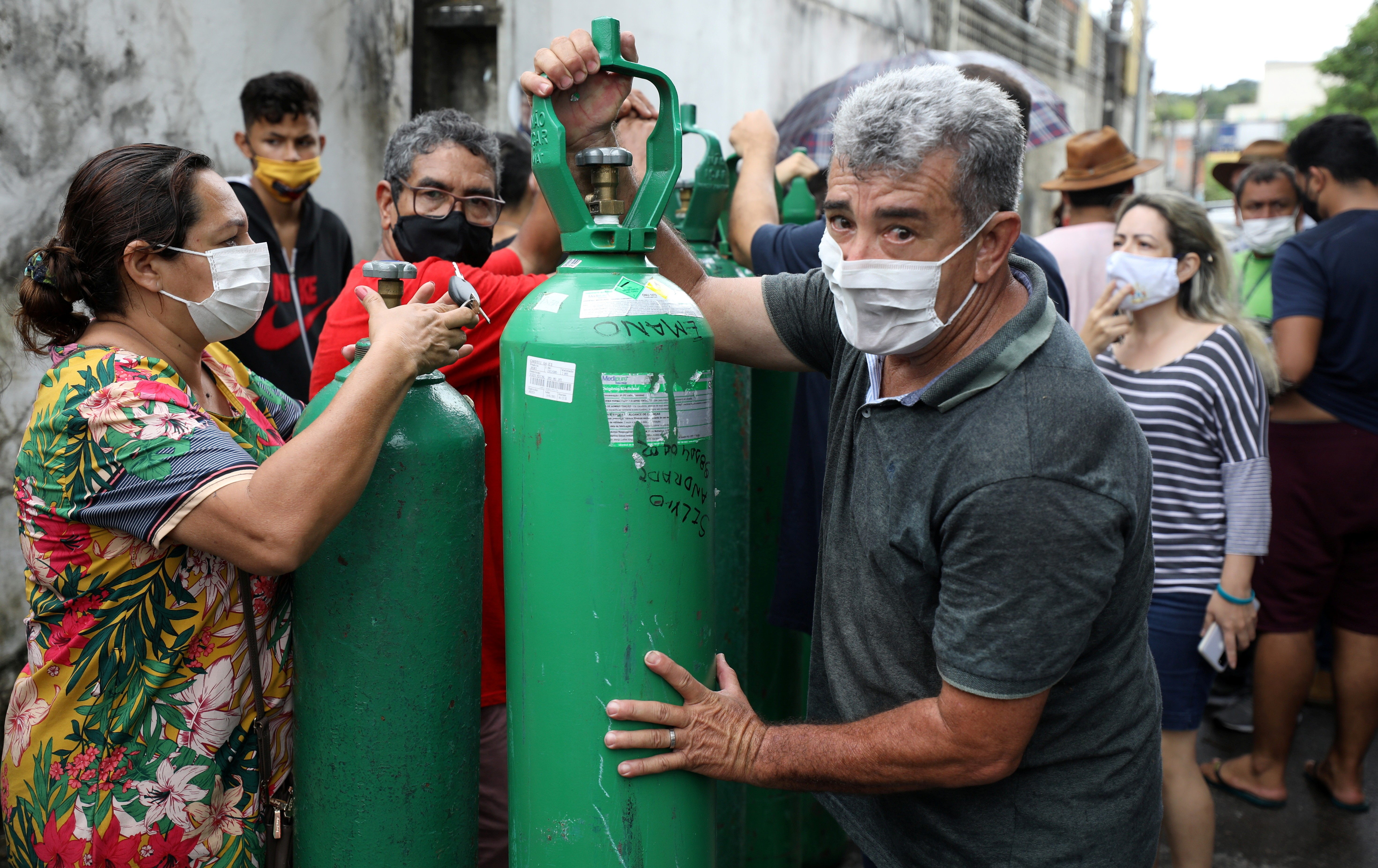 Secretaria de Saúde do AM afirmou, em novembro, que oxigênio contratado era insuficiente para demanda