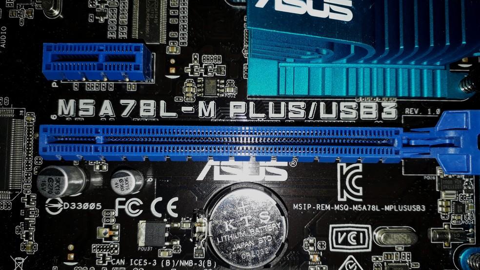 Conexão PCI-Express encontrada na grande maioria das placas mãe — Foto: Reprodução/ Fernando Sousa