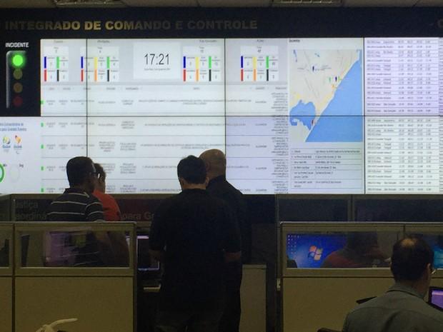 Centro Integrado de Comando e Controle monitora passagem de tocha e níveis de alerta para Olimpíada (Foto: Henrique Coelho/G1)