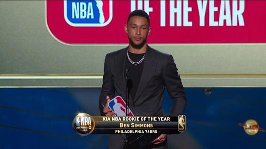 Ben Simmons, do Philadelphia 76ers é eleito o melhor calouro da temporada