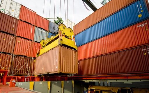 Navios de carga não têm mercadoria suficiente para transportar