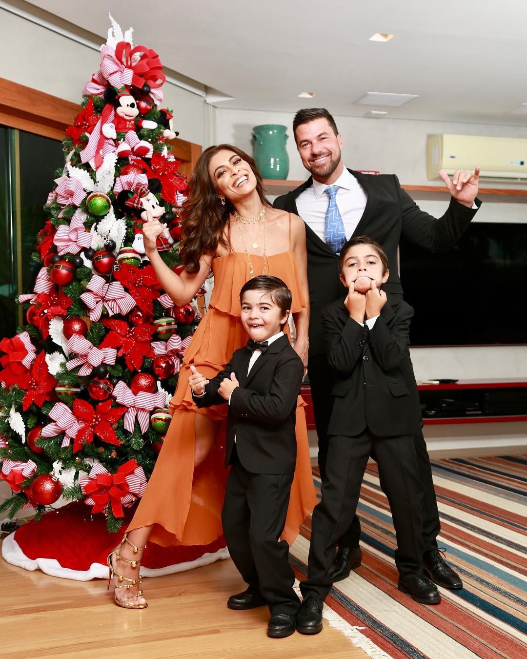 Juliana Paes e a família (Foto: Instagram)