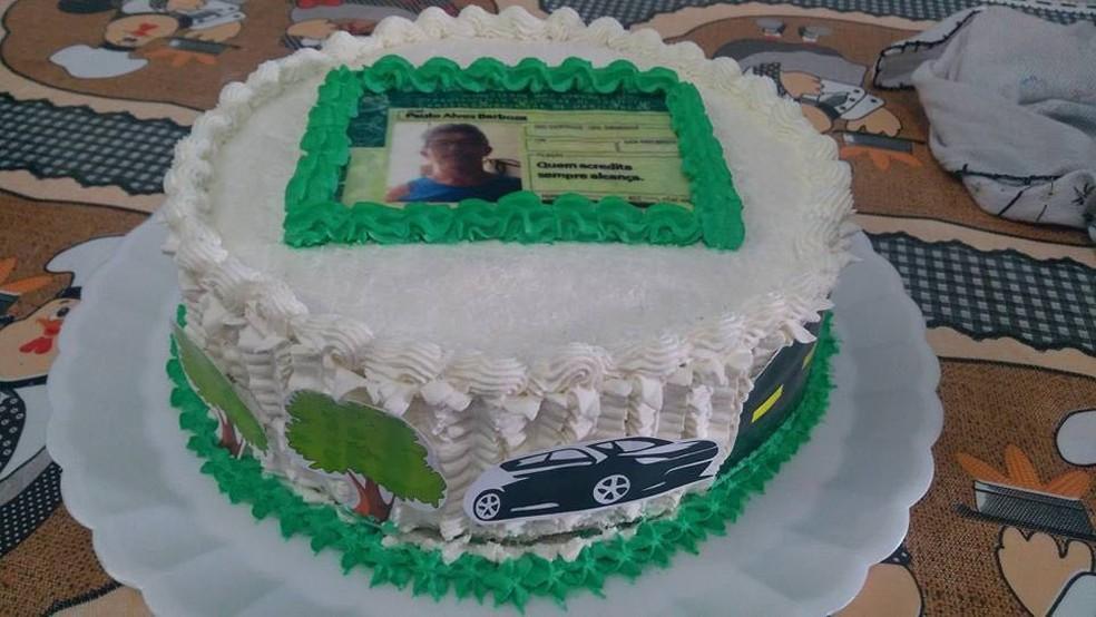 Filha preparou bolo com tema de CHN para o pai (Foto: Monique Florêncio/Arquivo Pessoal)
