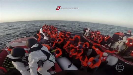 Guarda costeira italiana resgata 800 imigrantes no litoral da Líbia