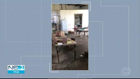 Fábrica clandestina de salgadinhos é interditada e 300 mil unidades são levadas para lixão