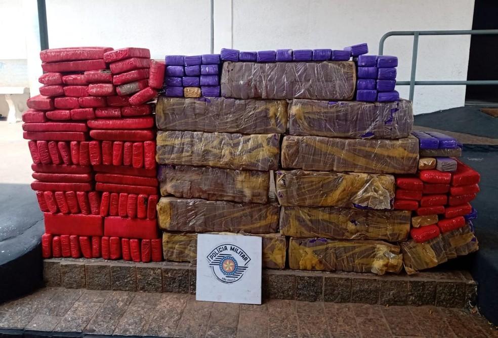 250 quilos da droga foram apreendidos em Pardinho  — Foto: Polícia Rodoviária / Divulgação