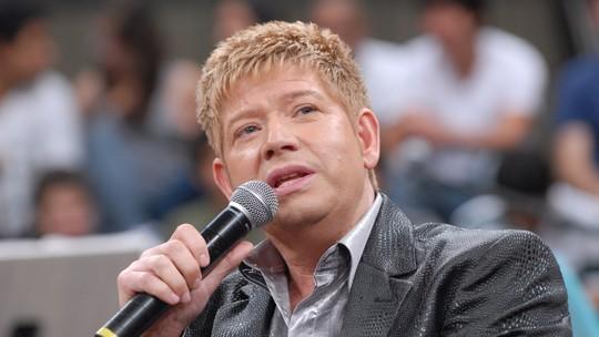 Roberto Leal morre aos 67 anos; relembre momentos da carreira do cantor em programas da Globo